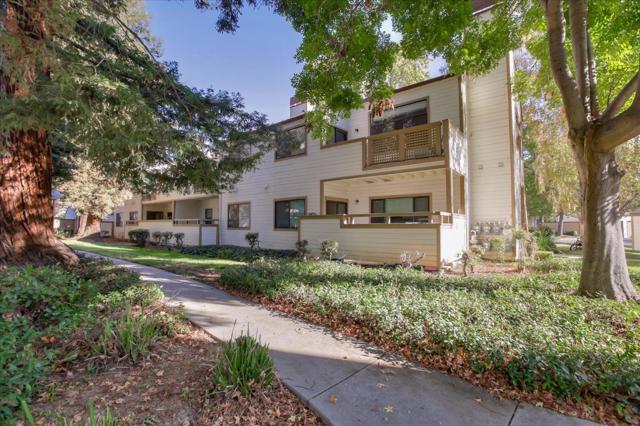 1391 Meadow Ridge Circle, San Jose CA: http://media.crmls.org/mediaz/3B320EB1-636B-4A6A-A486-0733570C5D49.jpg