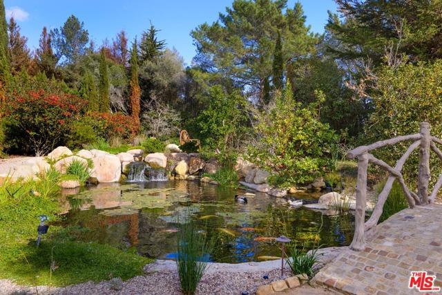 416 Meadowbrook Drive, Montecito CA: http://media.crmls.org/mediaz/3BCA0B94-827D-4A83-8084-AD68BAA78F5B.jpg