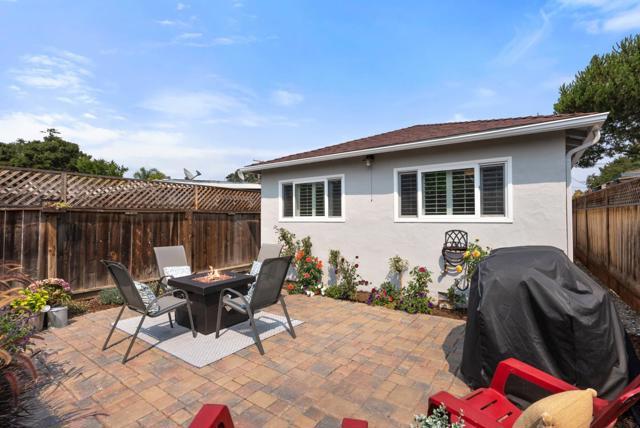 2261 Glen Way, East Palo Alto CA: http://media.crmls.org/mediaz/3BEDC740-EEA9-489F-9C1E-C9A33E60E638.jpg