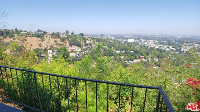 3873 Beverly Ridge Drive, Sherman Oaks CA: http://media.crmls.org/mediaz/3C2B1F51-4186-4884-BA7C-13674BC3F3F1.jpg