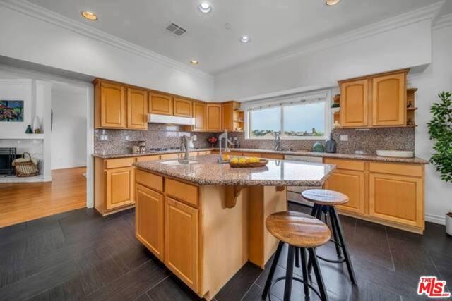 3625 Beverly Ridge Drive, Sherman Oaks CA: http://media.crmls.org/mediaz/3C38F5DE-3F5C-4743-98AF-347DBC2321EF.jpg