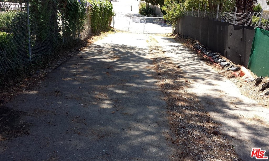 4180 NATOMA Avenue #  Woodland Hills CA 91364