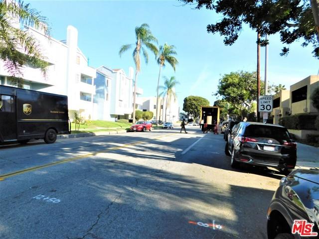 940 E 3Rd Street, Long Beach CA: http://media.crmls.org/mediaz/3C6D8759-EAA8-4196-86DA-6A6EE8CC6DAE.jpg