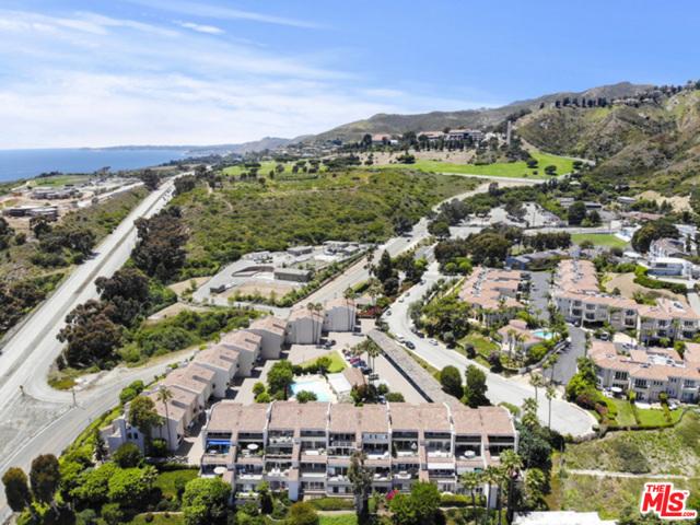 23926 De Ville Way, Malibu CA: http://media.crmls.org/mediaz/3CC621AF-839E-4FBE-B88F-34D01C393E03.jpg