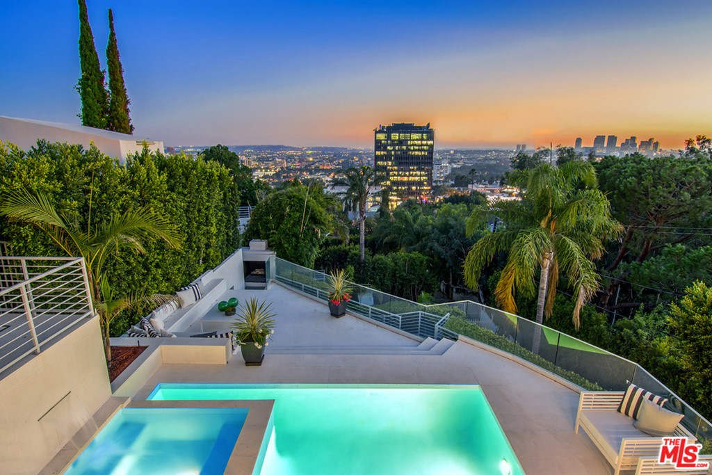 8954 ST IVES Drive #  Los Angeles CA 90069