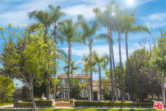 611 N Rexford Drive, Beverly Hills CA: http://media.crmls.org/mediaz/3E52C763-8794-41C6-B383-49B14FC7F3FE.jpg