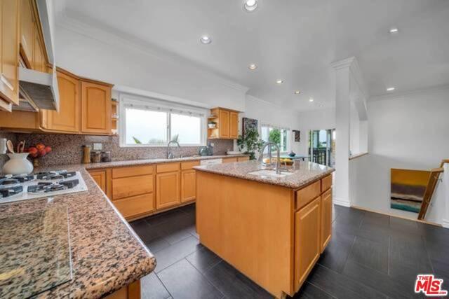 3625 Beverly Ridge Drive, Sherman Oaks CA: http://media.crmls.org/mediaz/3E585115-1C56-4303-A20D-AD7681253A93.jpg