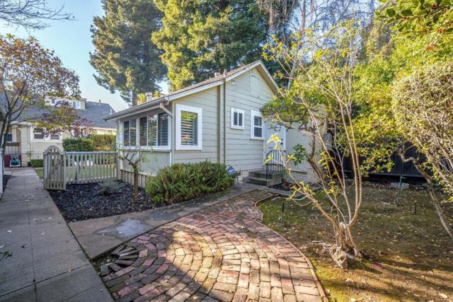 550 Claremont Street, San Mateo CA: http://media.crmls.org/mediaz/3E8B1BB2-AE5F-4A45-AA20-AA36D39ACAE9.jpg