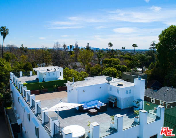 1336 N Fairfax Avenue, West Hollywood CA: http://media.crmls.org/mediaz/3EA63E68-2146-421E-8778-86C9CEF1C9B2.jpg