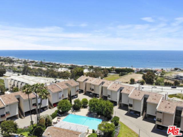23926 De Ville Way, Malibu CA: http://media.crmls.org/mediaz/3F154DDA-B920-4B6A-B28C-D2848915FE6A.jpg