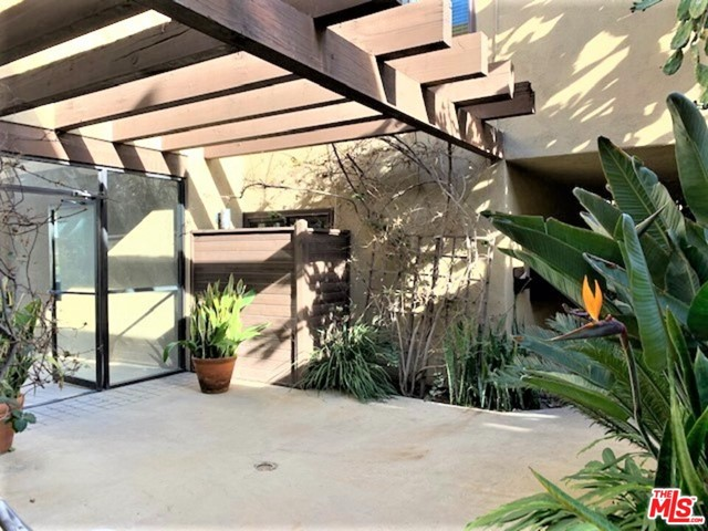 940 E 3Rd Street, Long Beach CA: http://media.crmls.org/mediaz/3F6FD7CB-4C4D-457C-9C6C-A877F4714E23.jpg