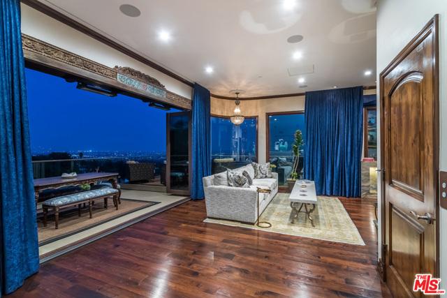 房产卖价 : $700.00万/¥4,816万