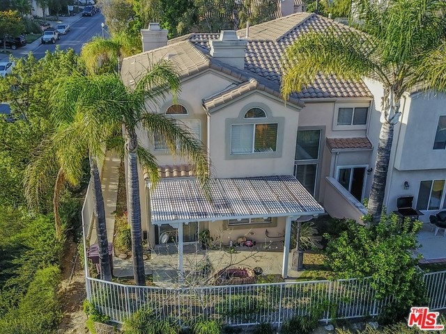 Single Family Home for Sale at 1800 Calle Suenos Glendale, California 91208 United States