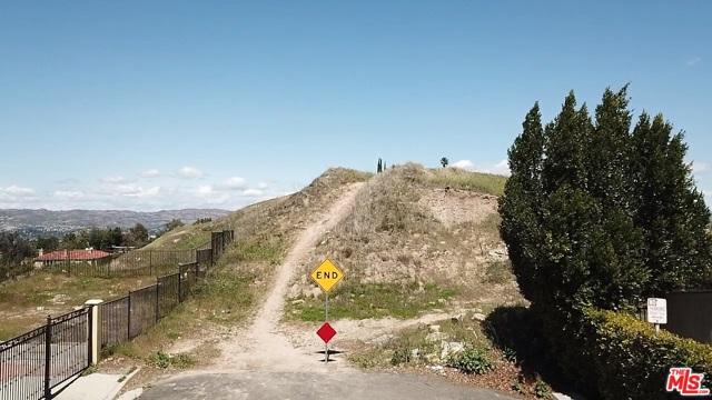 4933 N CERRILLOS Drive, Woodland Hills CA: http://media.crmls.org/mediaz/3FE8500F-4892-41D7-90BD-85C59796E85E.jpg
