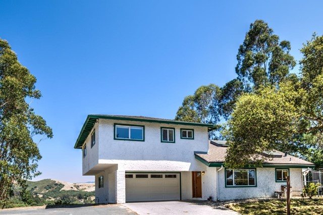 19080 Oak Heights Drive, Salinas CA: http://media.crmls.org/mediaz/40530240-EA88-4671-9F7E-45BDD6BD22B4.jpg