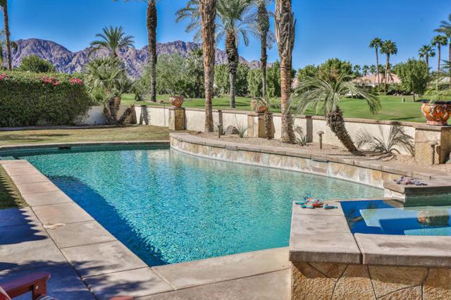 81410 Golf View Drive, La Quinta CA: http://media.crmls.org/mediaz/40577D35-FA4A-4019-A849-D6473E478C9D.jpg