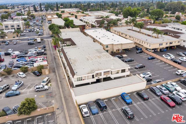 18521 Prairie Street, Northridge CA: http://media.crmls.org/mediaz/405B3806-A13C-41E0-A80D-9DA515A038FD.jpg