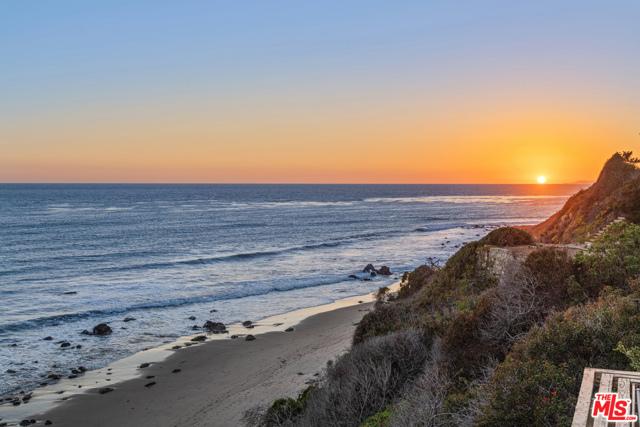 33800 Pacific Coast Highway, Malibu CA: http://media.crmls.org/mediaz/406575EF-6640-4CCB-8868-665EC513D4A1.jpg