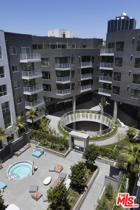 1331 N Cahuenga Boulevard, Los Angeles CA: http://media.crmls.org/mediaz/408875CE-87DC-4097-82D9-20B558C51097.jpg