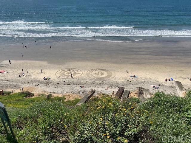 1624 N Coast Hwy 101, Encinitas CA: http://media.crmls.org/mediaz/409209C7-068B-4ADD-ADAD-E21A8CA51F95.jpg