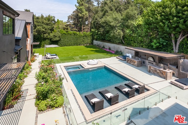 Photo of 16174 Woodvale Road, Encino, CA 91436
