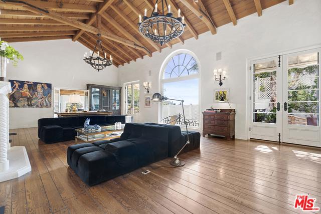 9308 READCREST Drive, Beverly Hills CA: http://media.crmls.org/mediaz/4100DD40-757A-444A-8824-4C165DB38AF1.jpg