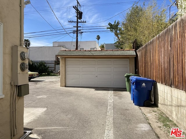 1327 S Rimpau Boulevard, Los Angeles CA: http://media.crmls.org/mediaz/412AB1A0-1CDA-4A03-B4E5-E01FD85322BC.jpg