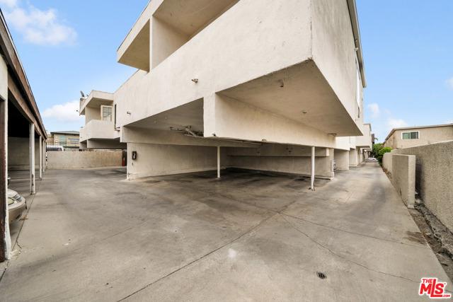 18521 Prairie Street, Northridge CA: http://media.crmls.org/mediaz/41490C4C-09CA-4513-BED6-4FAFD03F55FB.jpg