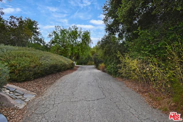 24975 Mulholland Highway, Calabasas CA: http://media.crmls.org/mediaz/42398F49-7C26-4CFF-A3D0-DB565C94BF20.jpg