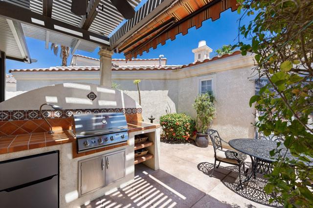 80920 Calle Azul, La Quinta CA: http://media.crmls.org/mediaz/430112D2-9805-455E-8792-0ED1BA3A723B.jpg