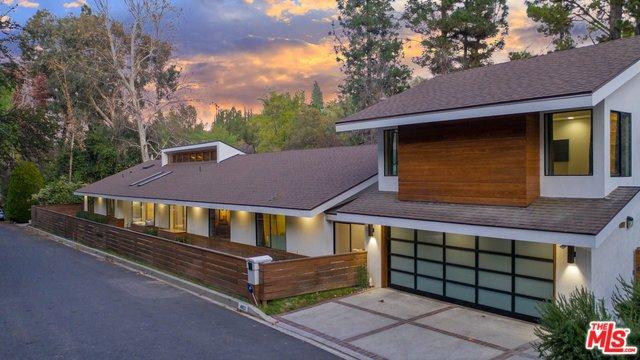 Photo of 4822 QUEEN VICTORIA Road, Woodland Hills, CA 91364