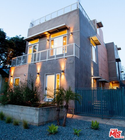 Townhouse for Rent at 1235 23rd Street Santa Monica, California 90404 United States
