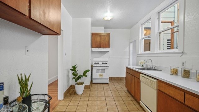 1430 19th Avenue, San Francisco CA: http://media.crmls.org/mediaz/4395335E-595E-45DB-B034-A90C0B7A5091.jpg