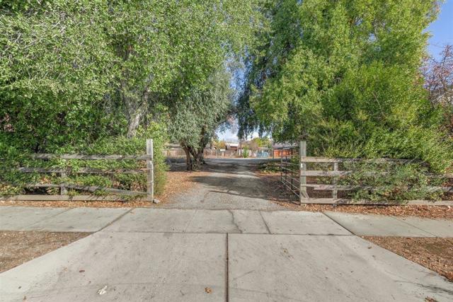 7040 Church Street, Gilroy CA: http://media.crmls.org/mediaz/43BD455C-424C-43F1-99B5-970B2441D8DA.jpg