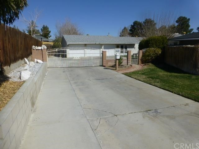 16092 Lakewood Place Victorville CA 92395