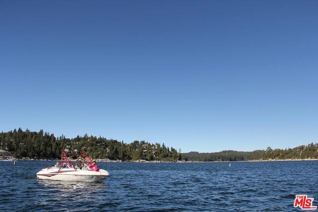 27417 NORTH BAY Road, Lake Arrowhead CA: http://media.crmls.org/mediaz/441C7543-5A2F-48F8-8E55-FF2C110EB54E.jpg