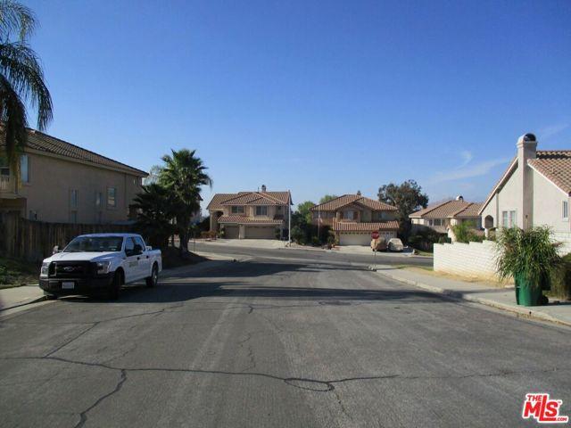 27185 Ocean Dunes Street, Moreno Valley CA: http://media.crmls.org/mediaz/441CF476-3DD3-4FF8-ABD2-4341D54AF9AA.jpg