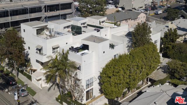 1022 Hilldale Avenue, West Hollywood CA: http://media.crmls.org/mediaz/4425B1D5-A7D9-42D6-A4C3-A27858145E19.jpg