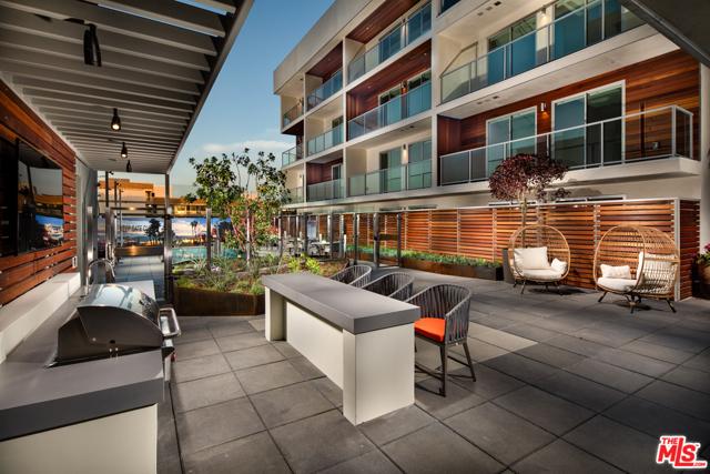800 Colorado Avenue, Santa Monica CA: http://media.crmls.org/mediaz/443C1A9E-FF30-44D4-AF16-C02A80EB8CD2.jpg