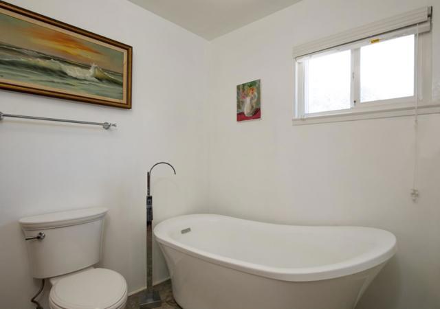 19080 Oak Heights Drive, Salinas CA: http://media.crmls.org/mediaz/4456DA40-035A-428C-954A-0CF69BD73B10.jpg