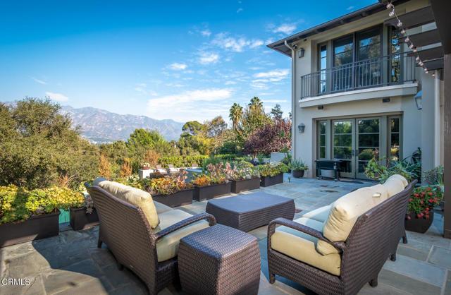4055 Chevy Chase Drive, La Canada Flintridge CA: http://media.crmls.org/mediaz/445A2847-4362-44DF-90DF-2361B66D0959.jpg