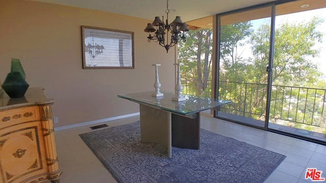 3873 Beverly Ridge Drive, Sherman Oaks CA: http://media.crmls.org/mediaz/4465ED74-C37D-4B2E-B683-E596E298B285.jpg