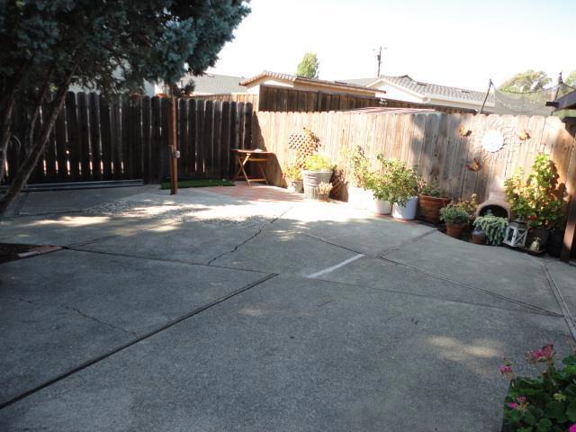 342 Oharron Drive, Hayward CA: http://media.crmls.org/mediaz/44F66C71-039F-42C3-AA45-62B2EDE6C35A.jpg