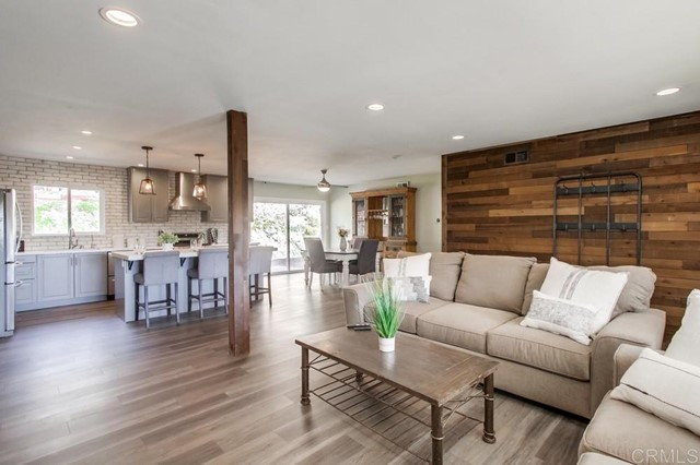 Detail Gallery Image 1 of 1 For 1284 Oasis Dr, Escondido,  CA 92026 - 3 Beds | 2 Baths