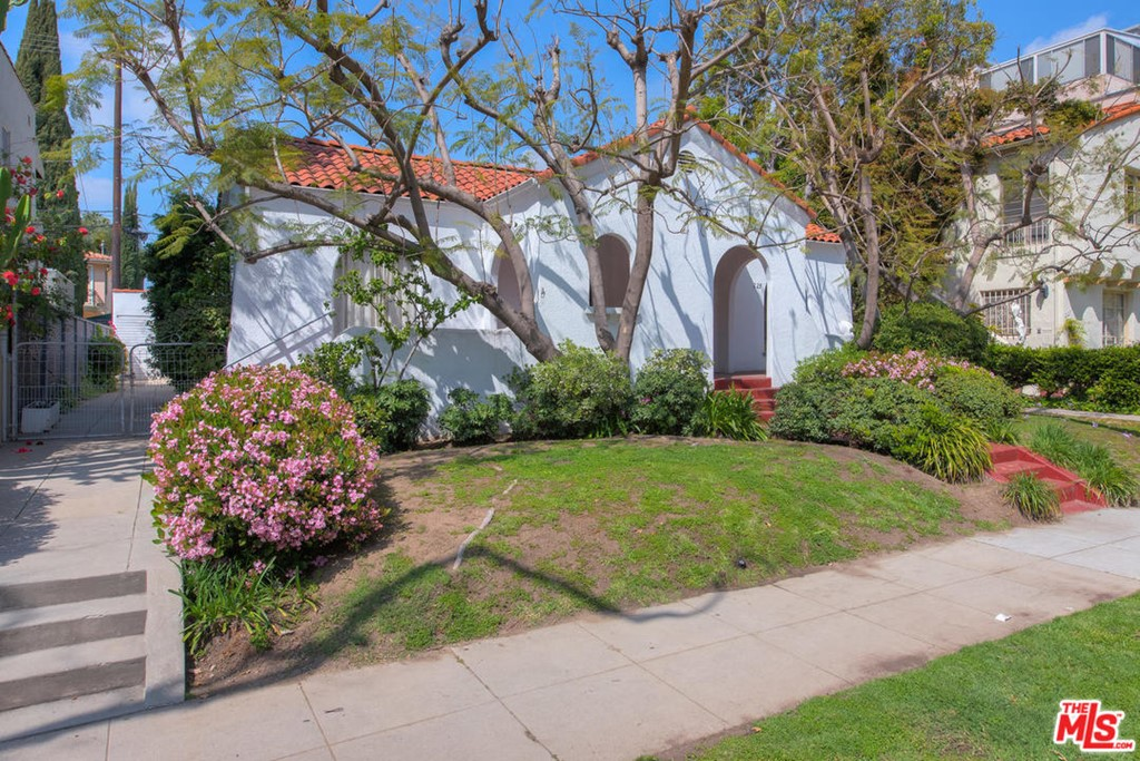 223 N ALMONT Drive #  Beverly Hills CA 90211