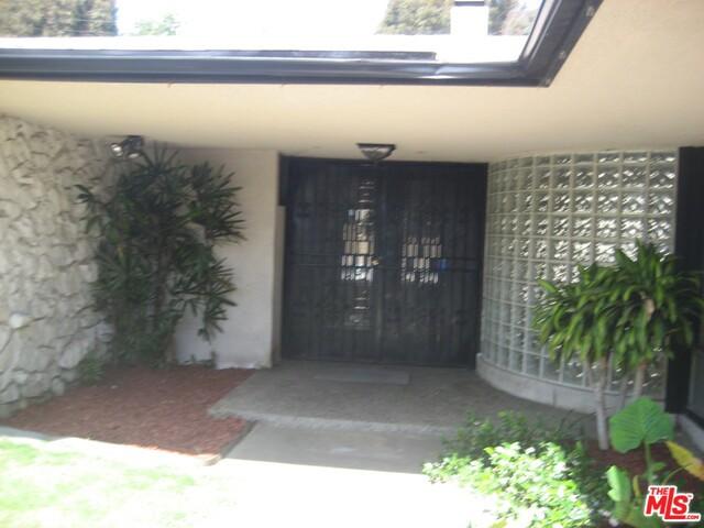 6536 Springpark Ave, Los Angeles, CA 90056 photo 2
