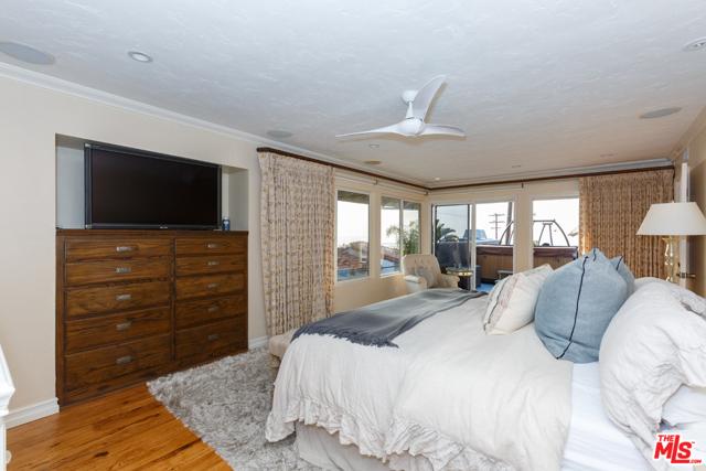 7001 Rindge Avenue, Playa del Rey CA: http://media.crmls.org/mediaz/4642C6B9-4FDB-41E9-879E-D29355CF3799.jpg