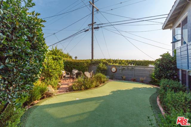 7001 Rindge Avenue, Playa del Rey CA: http://media.crmls.org/mediaz/46779202-834D-4210-88E6-5D324886A2E8.jpg