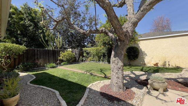 4423 Elmer Avenue, Studio City CA: http://media.crmls.org/mediaz/46E8FC25-829C-452A-BA21-84544CD1FF95.jpg