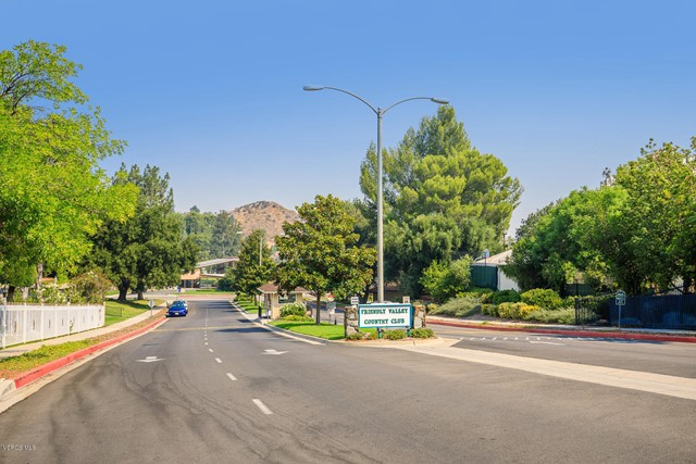 26832 Circle Of The Oaks, Newhall CA: http://media.crmls.org/mediaz/47AD2E28-E740-4E88-B82C-13E02C577817.jpg